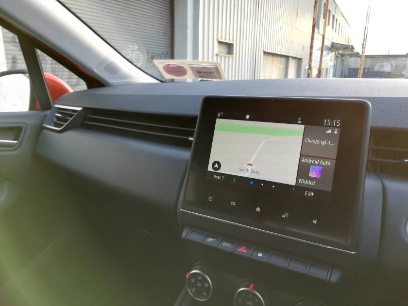 """New 7"""" touchscreen with Apple CarPlay and Android Auto"""