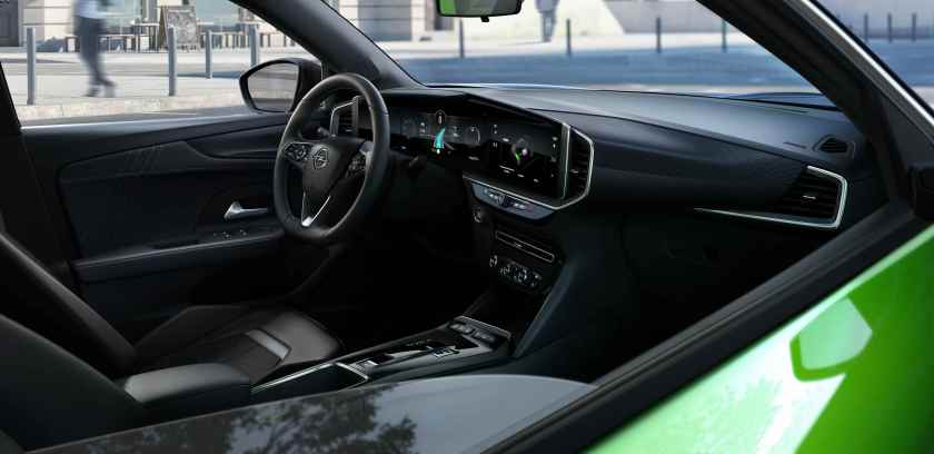 Inside the new Mokka debuts an exciting new interior concept for the Opel brand