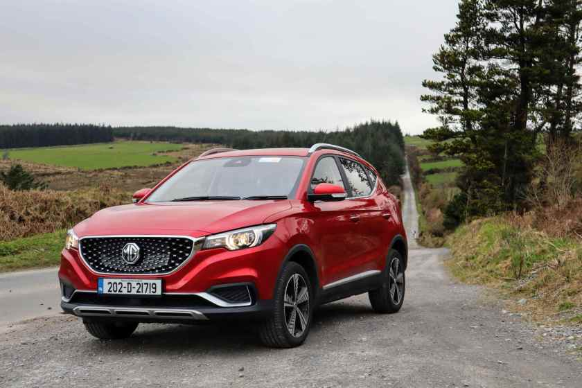 The MG ZS on test for Changing Lanes!