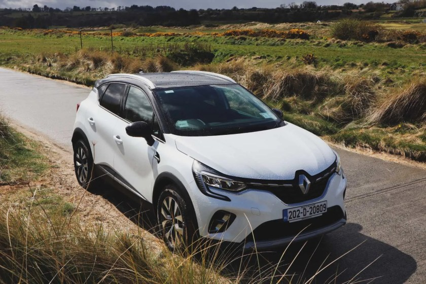 The Renault Captur E-TECH Hybrid on test for Changing Lanes!