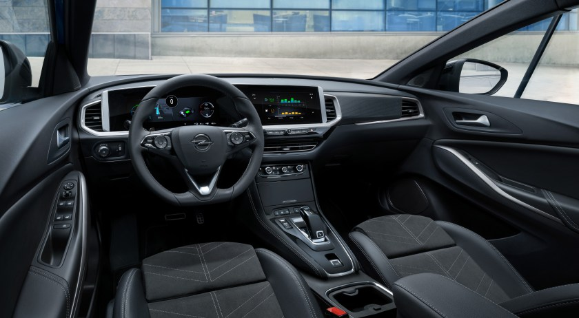 Updated interior for the Opel Grandland