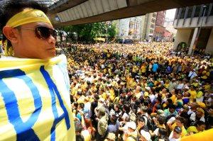 KUALA LUMPUR 28 APRIL 2012- Seorang Penyokong memegang sepanduk bersih sebagai tanda protes kerajaan di dataran Merdeka sempena perhimpunan Bersih 3.0 di Dataran merdeka di sini,hari ini. GAMBAR : IRWAN MAJID PEMBERITA : TEAM UTUSAN