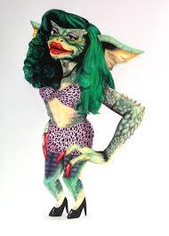 c'est l'unique gremlins femelle existant. Une sorte de reptile avec une perruque verte, des talons, un bikini léopard.