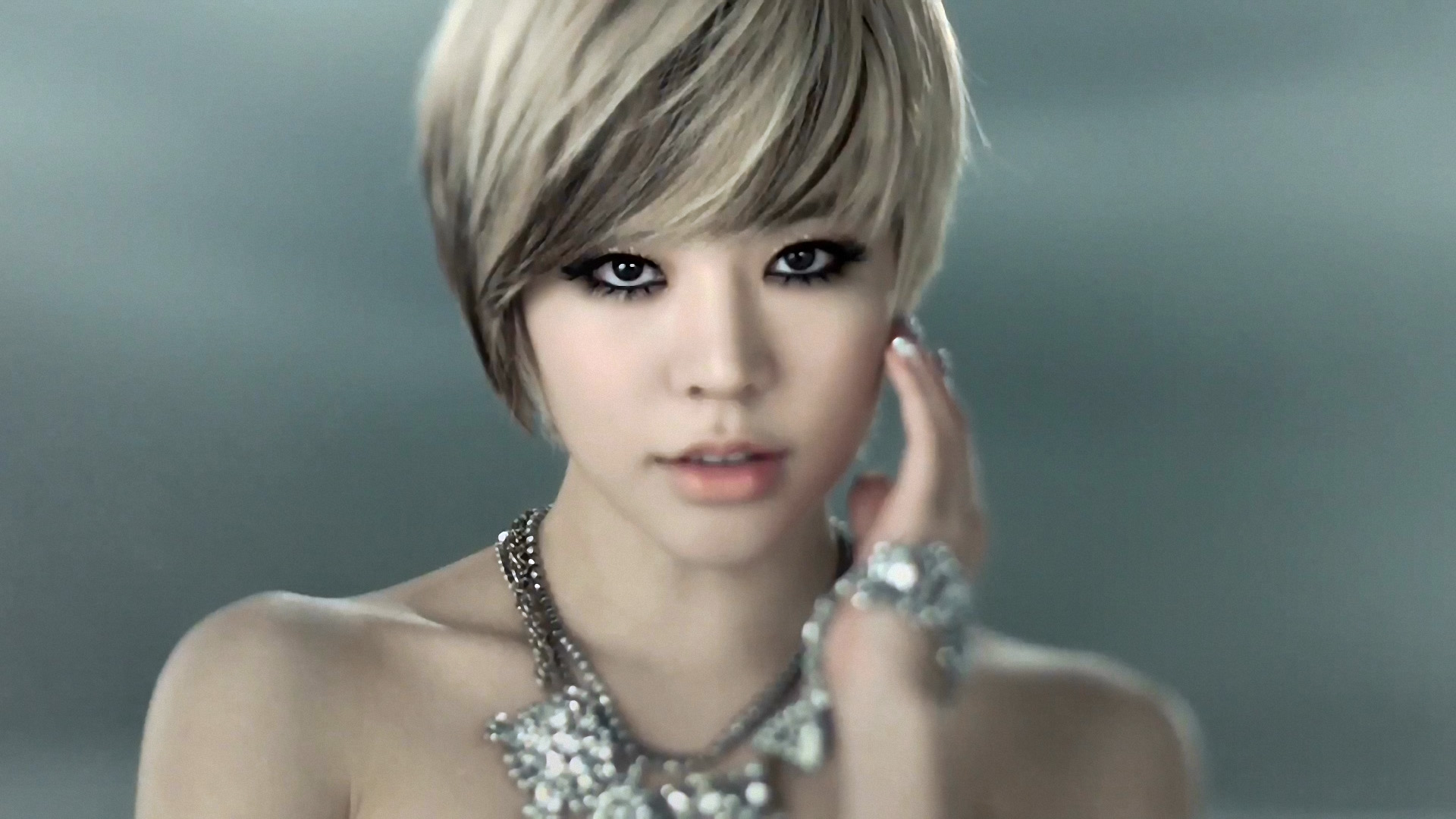 Female K Pop Idols That Look Attractive With Short Hairstyle