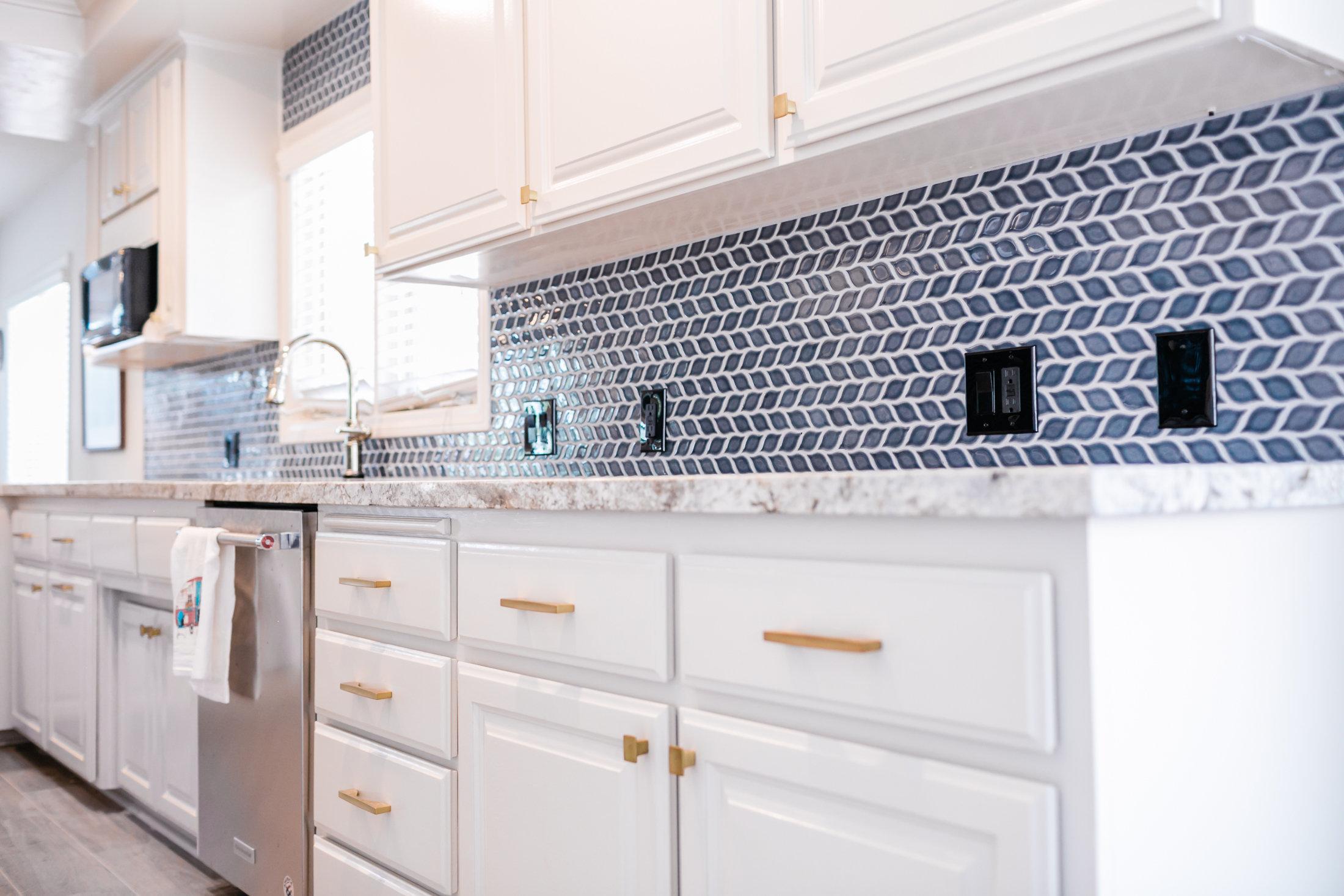 very blue kitchen, Kitchen, Dining Room, remodel, painted ceiling, dmv interior designer, bowie maryland, washington dc, pulls