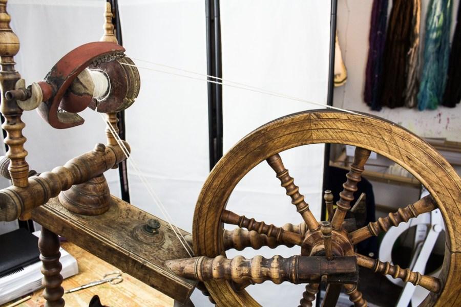 Zweifädiges antikes Spinnrad auch Ziege genannt