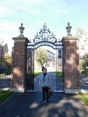 哈佛大学校门