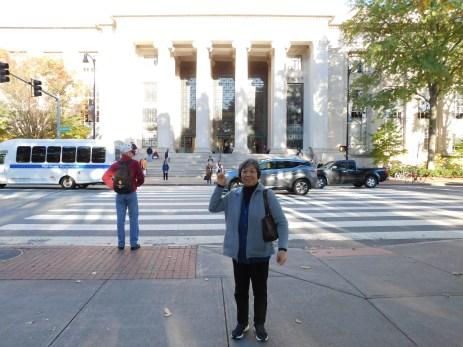 过马路去麻省理工教学楼