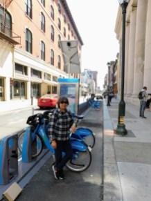 胡桃大街的共享单车,与中国的不同。