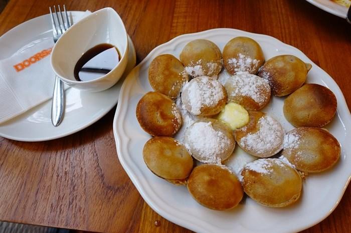 【食記】門片咖啡DOORS Coffee.荷蘭小鬆餅波飛球.平價早午餐 @天母