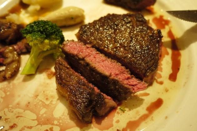 【食記】老字號的美味牛排 – 雅室牛排 Steak Inn @ 東區