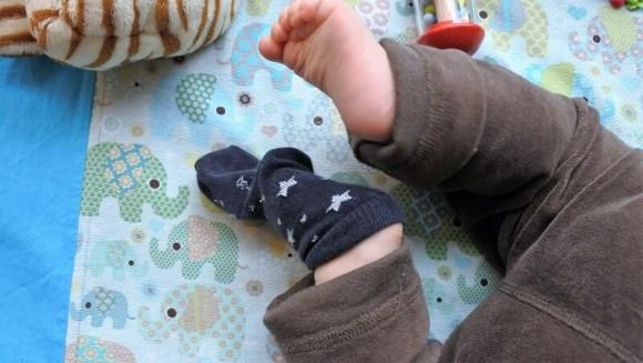 Baby und Socken