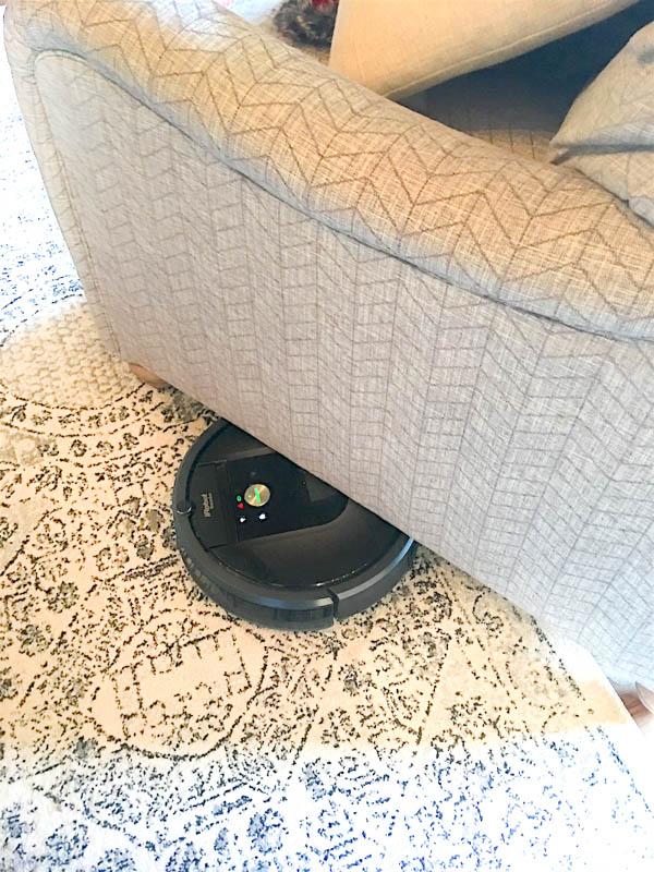 Roomba Gets Stuck Under Furniture : roomba, stuck, under, furniture, Truth, About, Roomba, Vacuum, Chaotically, Creative