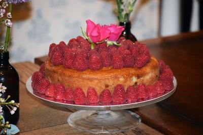 A beautiful raspberry sponge cake.