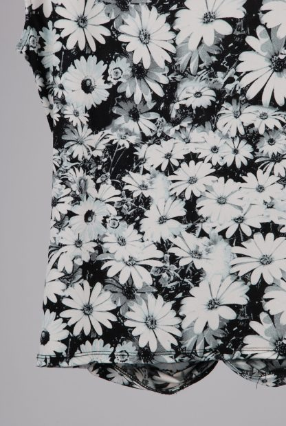 Wallis Black & White Floral Top - Size 16 - Back Hem
