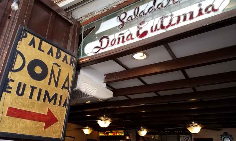 The entrance to Dona Eutimia can be well recognized when you see the yellow sign with black letters - Dona Eutimia - and a large red arrow pointing the way inside the restaurant. Don't be mislead by people who will try to steer you toward their restaurants instead. Make sure you enter at the yellow sign.