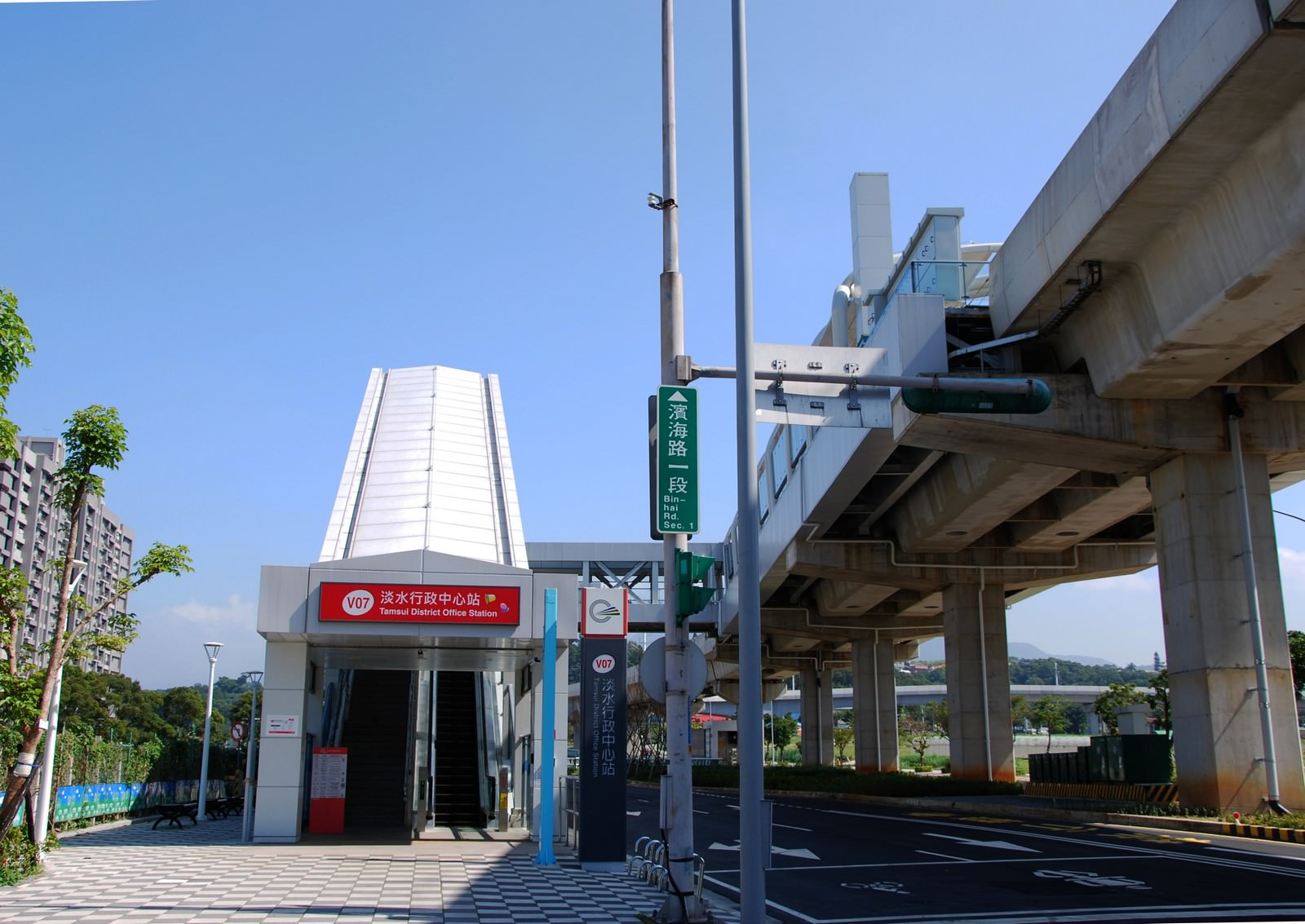 淡海輕軌綠山線, 輕軌淡水行政中心站, 車站建築主體