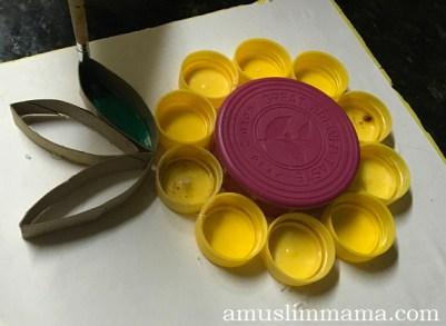 toddler flower craft bottle-caps (5)