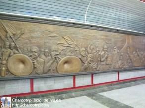 Al igual que en otros paises las estaciones de metro de Teheran están bastante bien decoradas don detalles históricos, religiosos, etc.