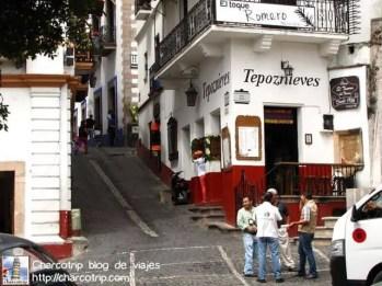 Lindas callecitas, chequen el Tepoznieves, esa es una marca famosa de nieves en todo Mexico