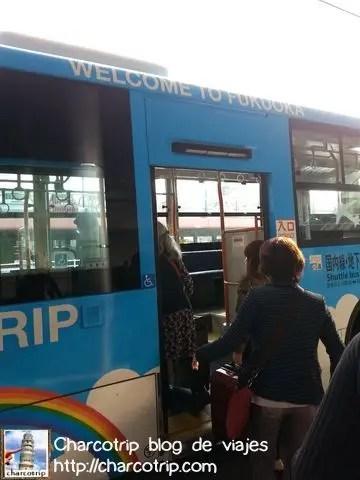 abordando-autobus-aeropuerto-fukuoka