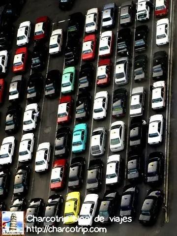 Taxis apilados... no perdon, haciendo fila.