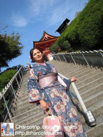 bajando-escaleras-kimono