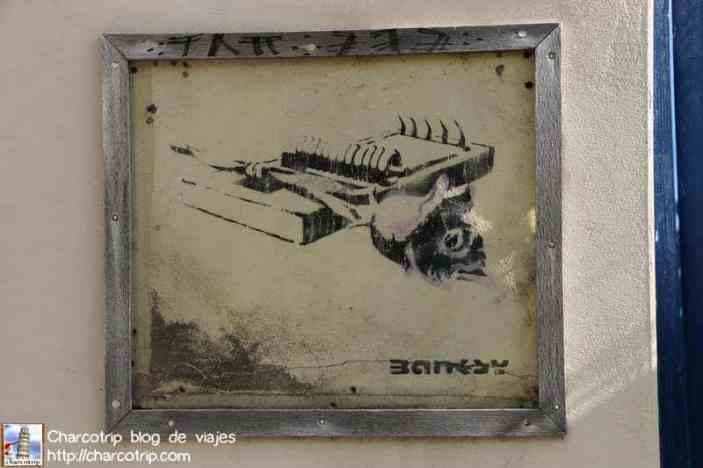 banksy-bristol-rose-on-a-mousetrap