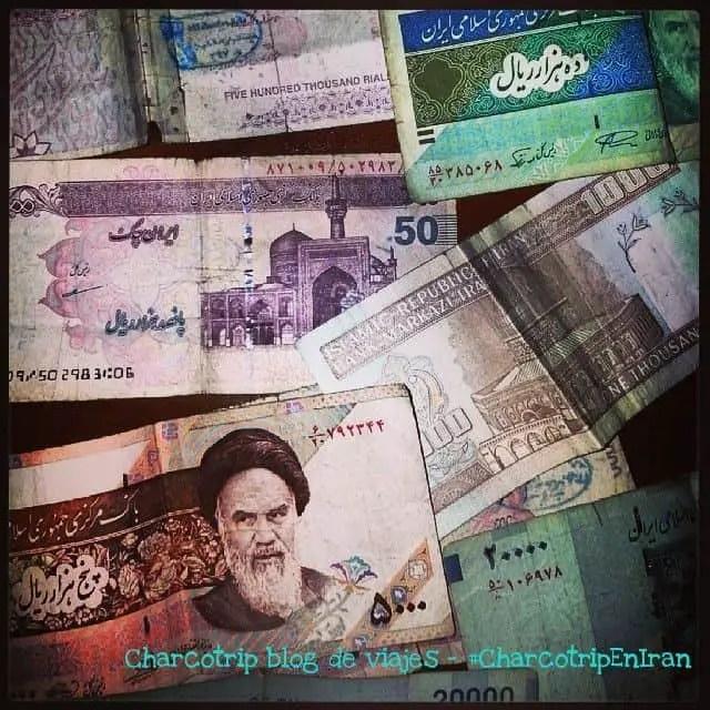 Muchos billetes de Rial