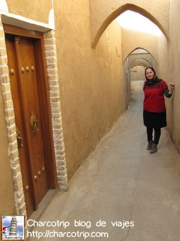 Aprovechando por ultima vez las bellas calles con muros de adobe