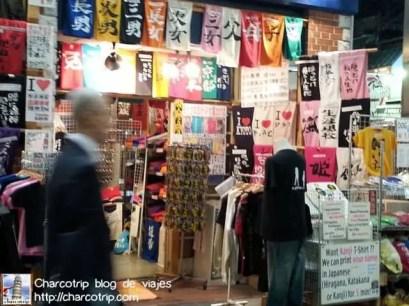 Una tienda de camisetas de souvenir