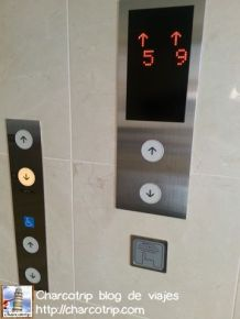 Botones para llamar al elevador: chequen cuantos botones hay, todos sirven para lo mismo pero estan de forma que todo mundo los pueda usar.