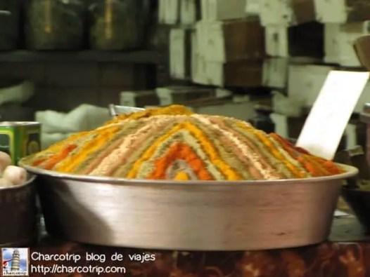 Aquí vendían curry... pero chequen todos los colores separados... llamaba la atención y ademas olía fuerte