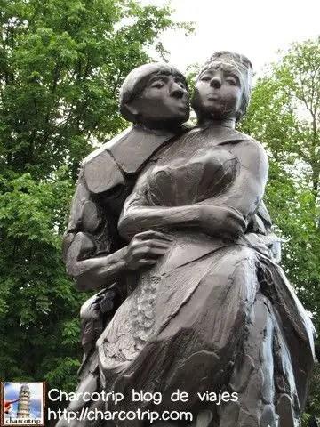 Una estatua muy llamativa hehe
