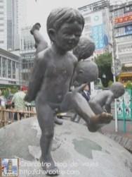 Unos niños muy simpáticos que no se que significan (había una plaquita explicativa pero estaba solo en japones XD)