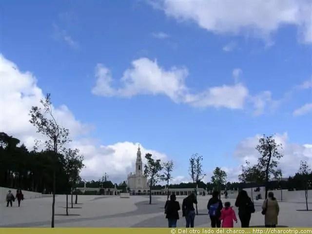 Si alla a lo lejos se ve el santuario, pero vean que lugar tan grande!