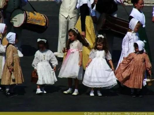 Las niñas vestidas antiguas también