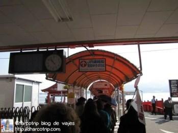 Llegamos justo a tiempo que ya la gente estaba subiendo al ferry