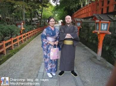La chica decía que yo hacia la pose de señora japonesa