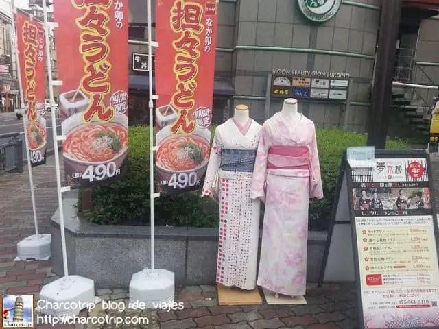 Si aquí fue donde rentamos los kimonos... difícil perderse