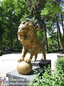 León en el camino