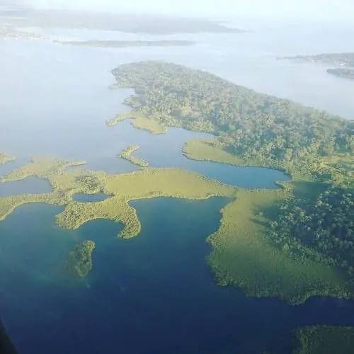 Aterrizando a Bocas del Toro, todo verde :)