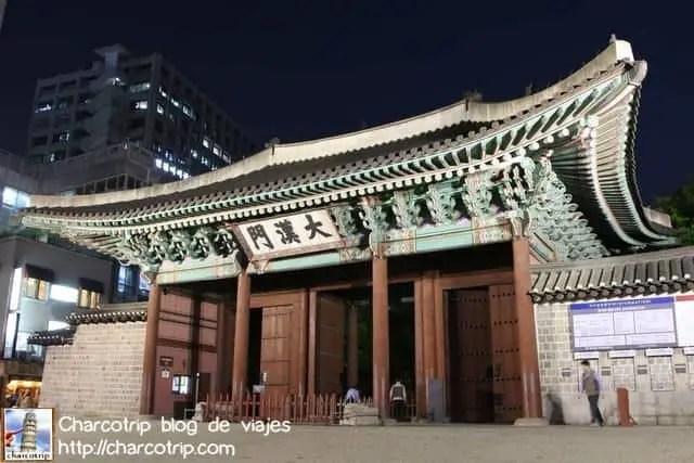 La entrada al Palacio Deoksugung