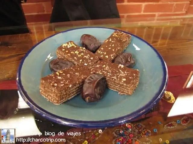 Dátiles y galletas con chocolate