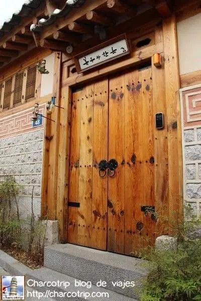 Puerta tradicional de madera
