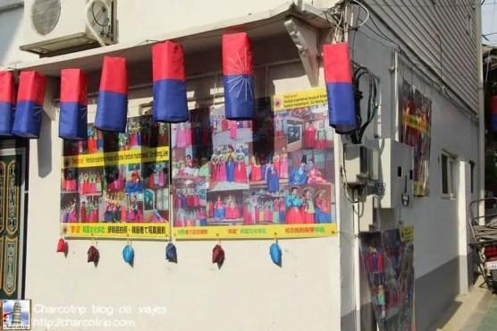 Primer local donde tenian el Hanbok: cerrado