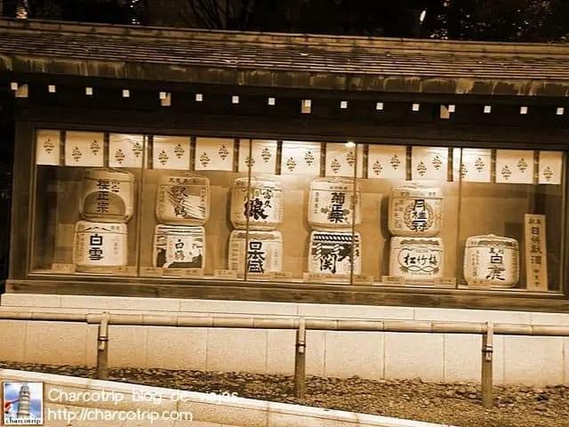 Justo antes de entrar al santuario, los barriles de sake no podían faltar!