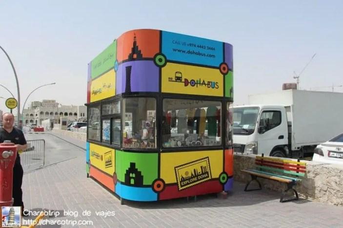 El stand de Dohabus, bien amarillo!