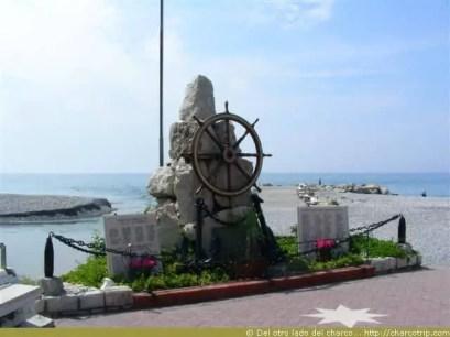 ventimiglia estatua playa verano