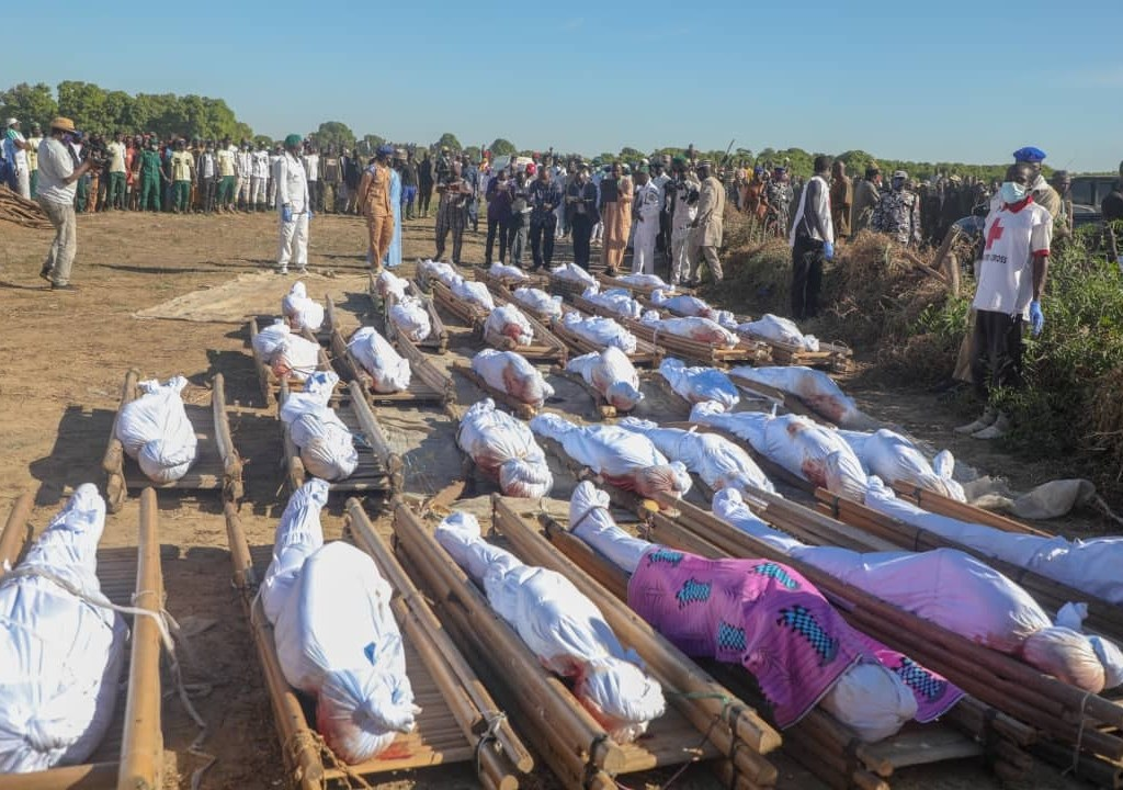 #SackTheServiceChiefs: See Graphic Photos from the funeral of '43 rice farmers' slaughtered by Boko Haram terrorists in Borno (+18)